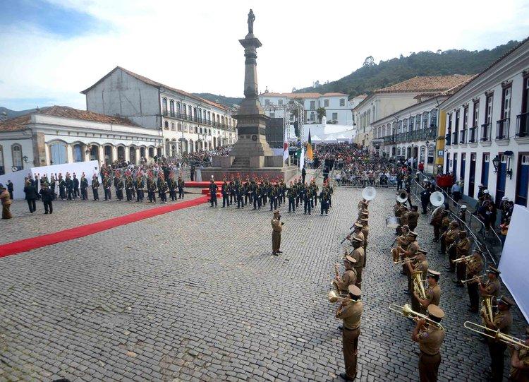 Praça Tiradentes, em Ouro Preto, durante solenidade de hoje.