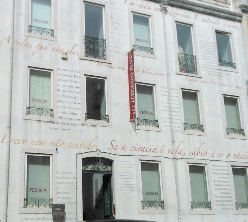 Detalhe da casa de Fernando Pessoa, em Lisboa (Portugal). | Foto: Marina Borges, set. 2013.